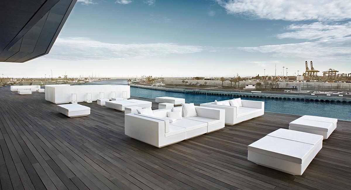 Terrasse mit Outdoor Möbel des Herstellers VONDOM